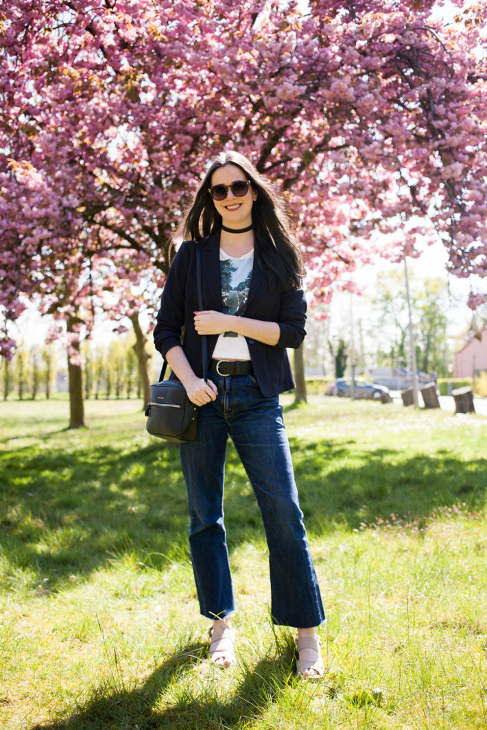 Outfit: abbey road crop top, kickflare levi's and cherry blossoms