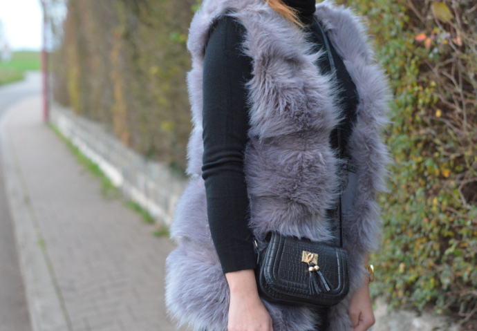 Black Friday, Cyber Monday, Faux Fur Vest, Primark Turtle Neck Dress, Over the knee boots, Overknee boots