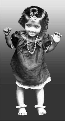 Can you guess this Kid? She is a legendary singer of Indian cinema! Lata Didi.