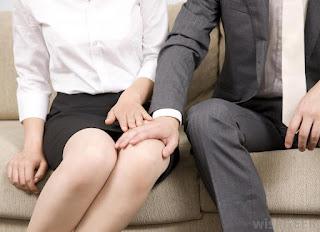Vì sao con trai thích hôn và sờ vào ngực, đùi mông bạn gái?