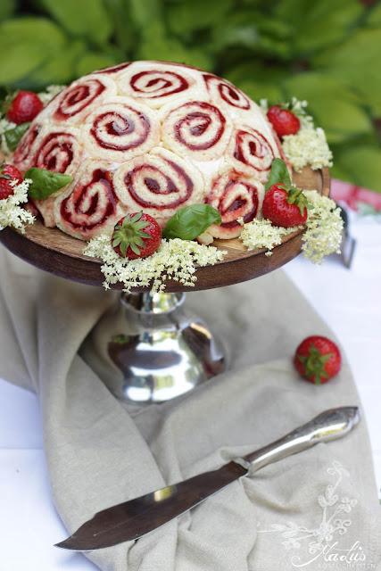 Erdbeer-Holunderblüten-Basilikum-Charlotte von MaLu's Köstlichkeiten