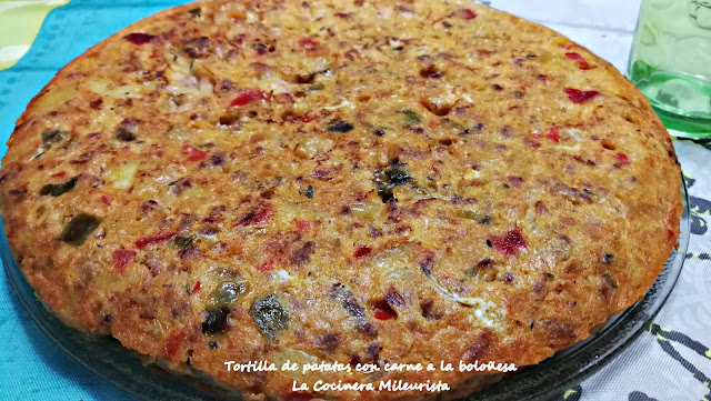 Tortilla de patatas con carne a la boloñesa