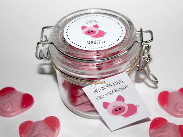 Brauchst du etwas Glück? DIY selbstgemachte Geschenke aus dem Glas - Glücksschweine {mit gratis Printable}