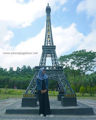 Menara Eiffel di Merapi Park