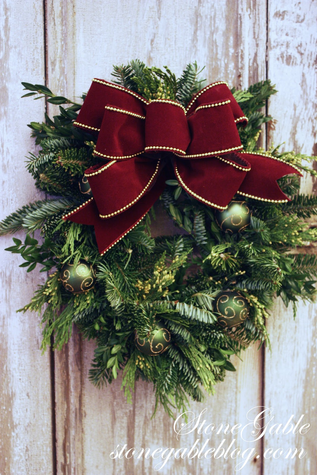 christmas wreath ideas the easiest way to make a live wreath stonegable 29494
