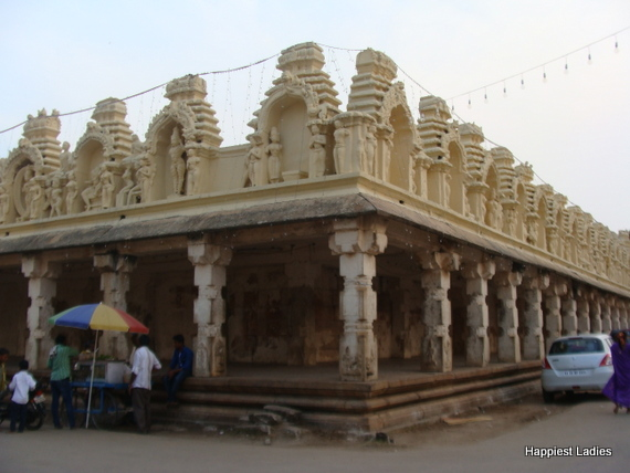 one day trip from bangalore  CheluvaNarayana Swamy Temple Melukote