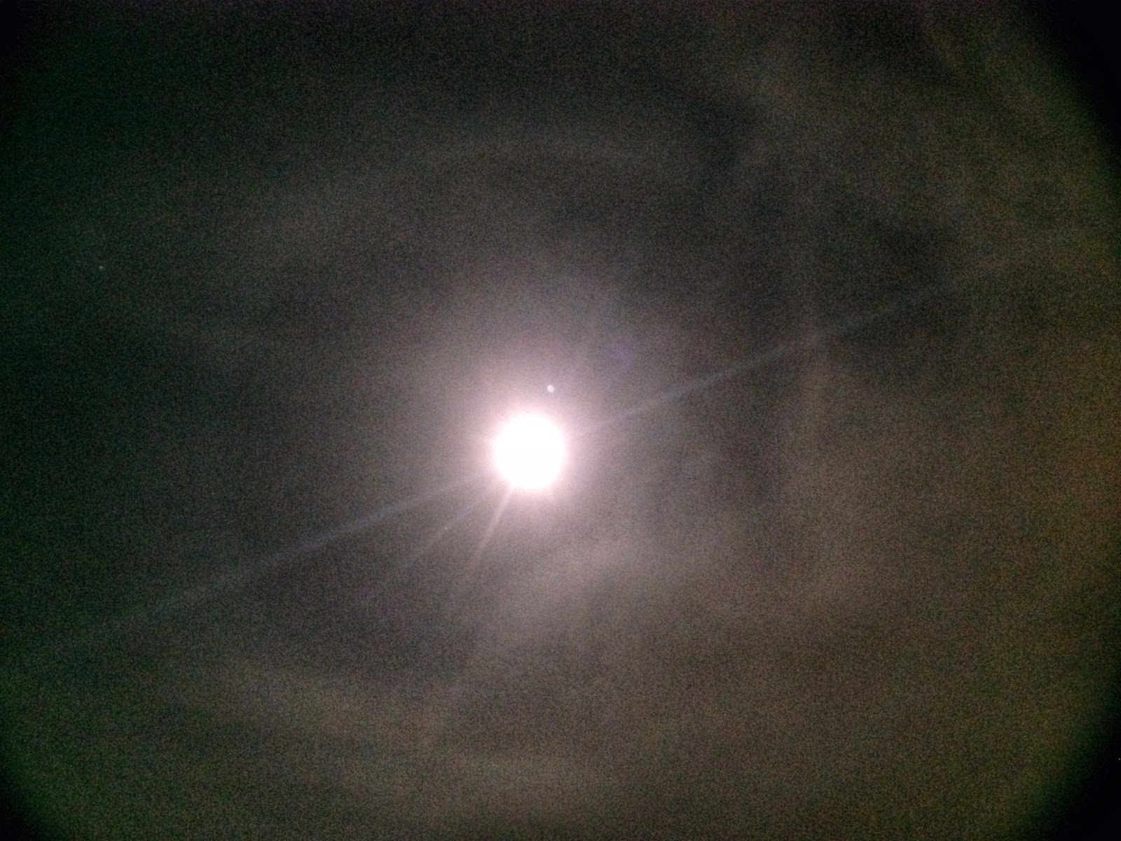 halo ring around moon iphone
