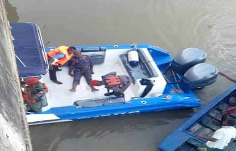 See Man Who Jumped Into Third Mainland Bridge This Morning