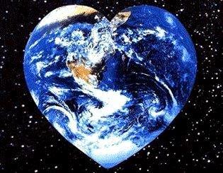 Imagen de la Tierra con forma de corazón en el espacio