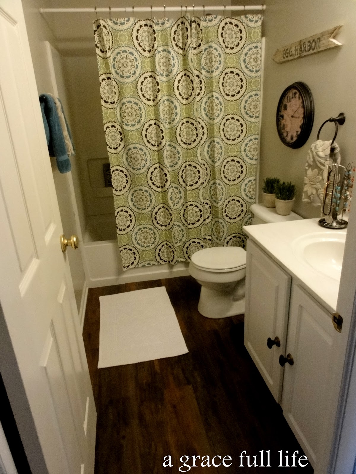 Bathroom Mini Makeovers master bathroom makeover- there is nuthin' master about this bath -
