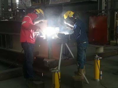 profesional woman welder