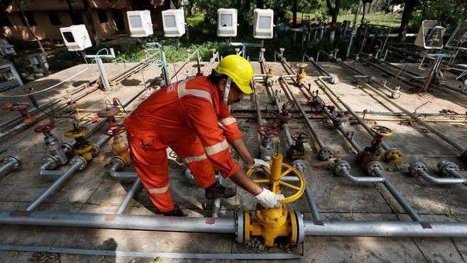 Men at work Oil and Natural Gas Corp, ONGC