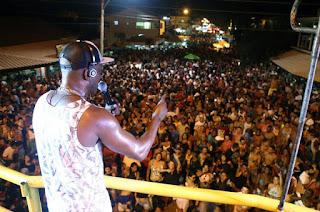 http://vnoticia.com.br/noticia/2373-atracoes-do-verao-da-familia-levam-bom-publico-aos-eventos-em-sfi