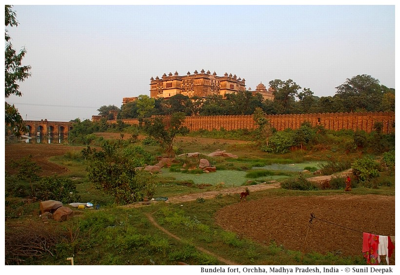Fort & Raja Mahal, Orchha, Madhya Pradesh, India - Images by Sunil Deepak