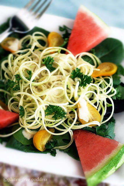 Raw zucchini pasta with vegan curry cashew cream sauce #spiralizer