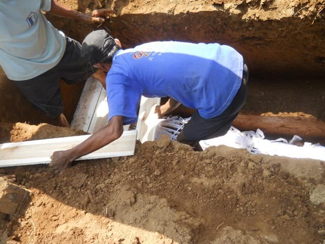 Penjelasan tentang Adzan untuk Bayi yang Baru Lahir dan Mayit yang Hendak di Kuburkan