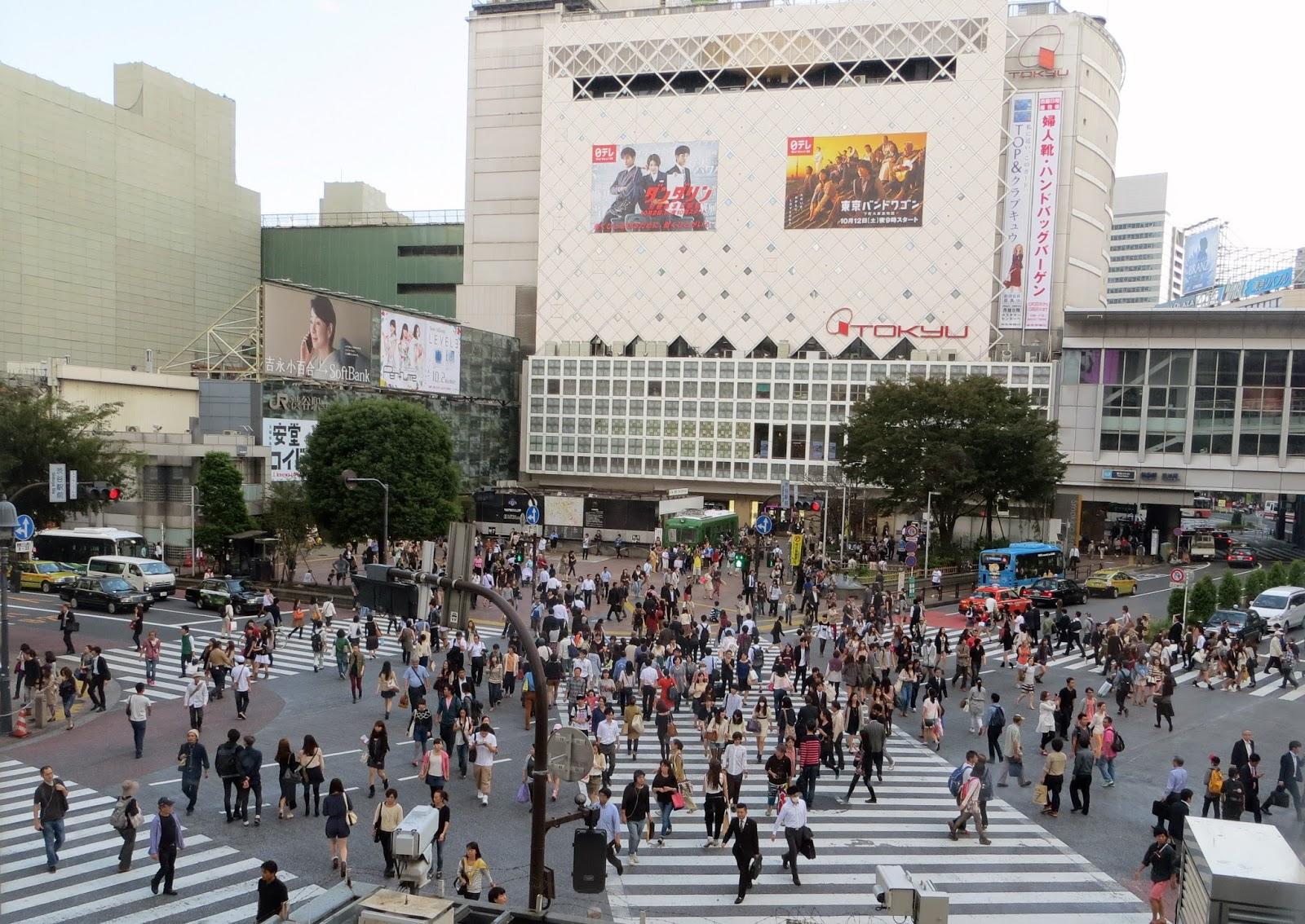 Shibuya crossing, shibuya scramble, starbucks, must do tokyo, Japan