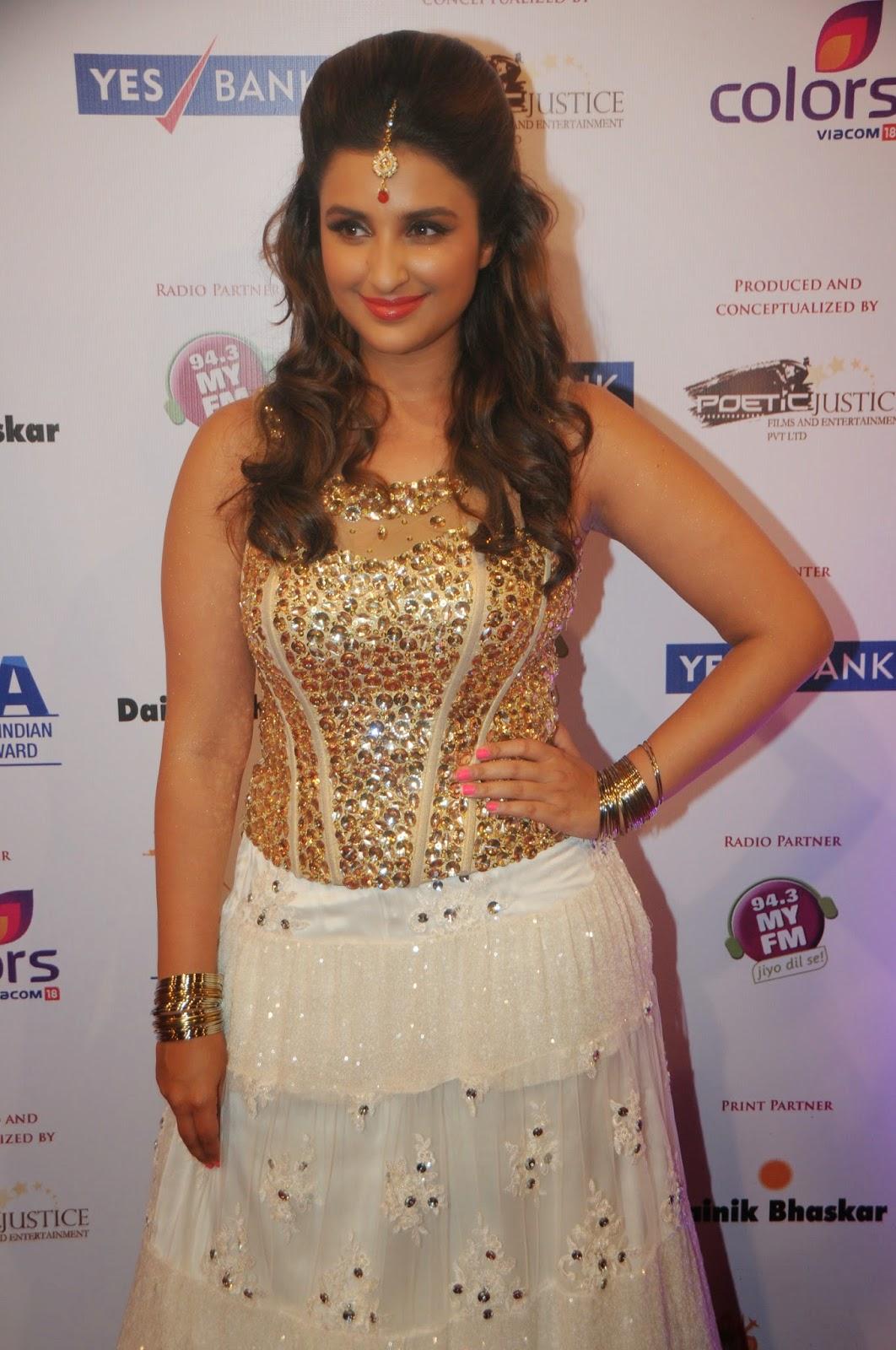 Parineeti Chopra, Alia Bhatt and Kiara Advani Looks Super Sexy At The India International Achievers Awards (IIAA)  In Filmcity, Mumbai ❤ ❤  ❤