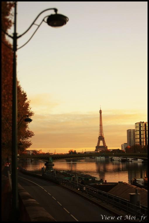 vue sur pont mirabeau et tour eiffel