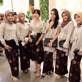 Model Baju Kebaya Brokat Modern Berjilbab