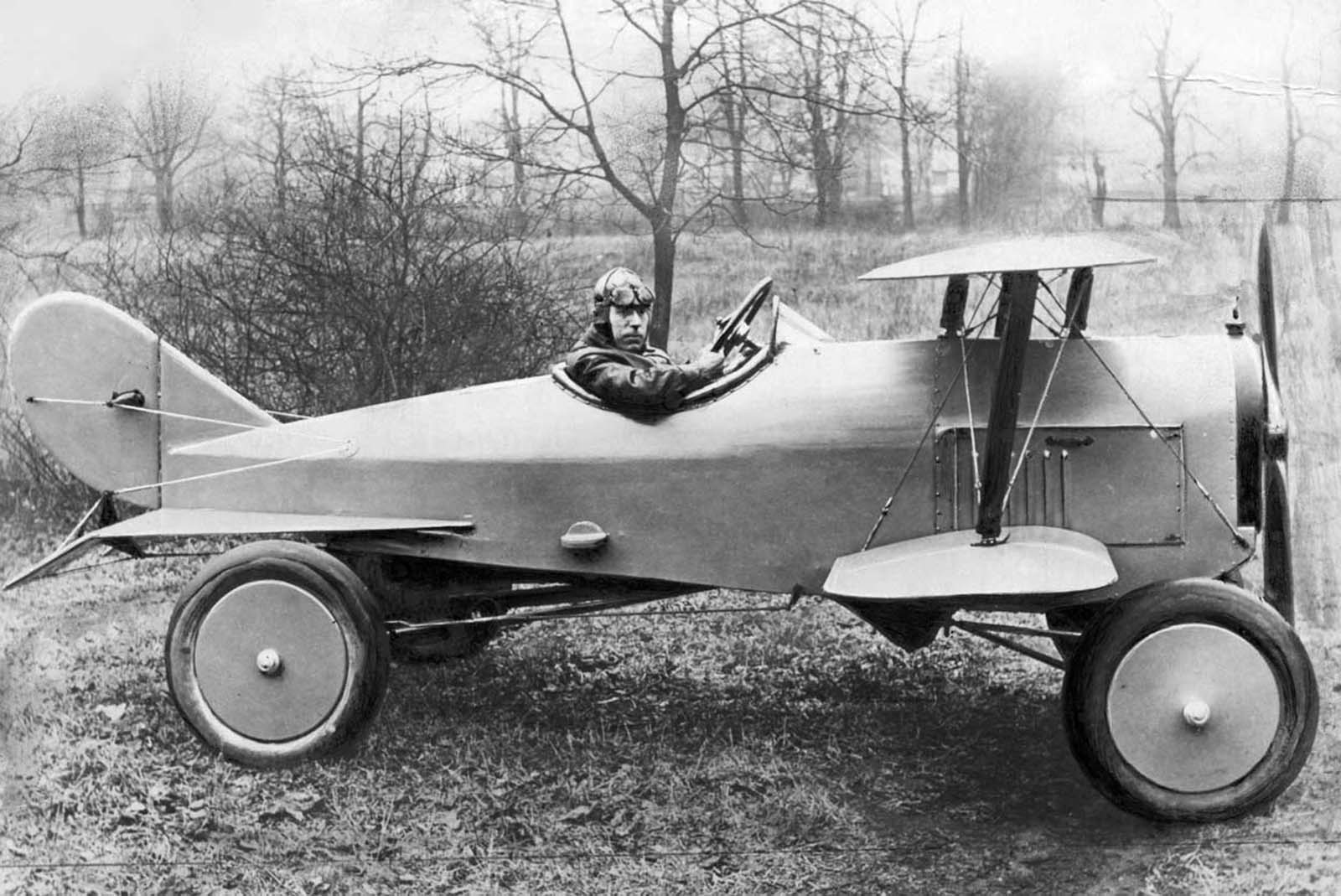 A flying car. 1924.