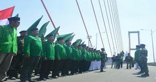 BANSER Gelar Apel Pasukan di Jembatan Suramadu Arah ke Madura, Apa Tidak Membahayakan?