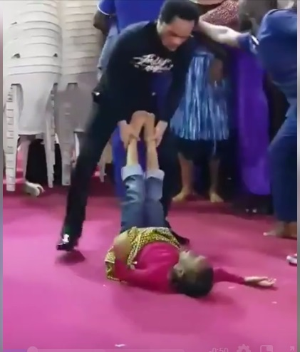 Pastor kicks his congregants like a boxer while exorcising demons, drama in churches is too much(Video).