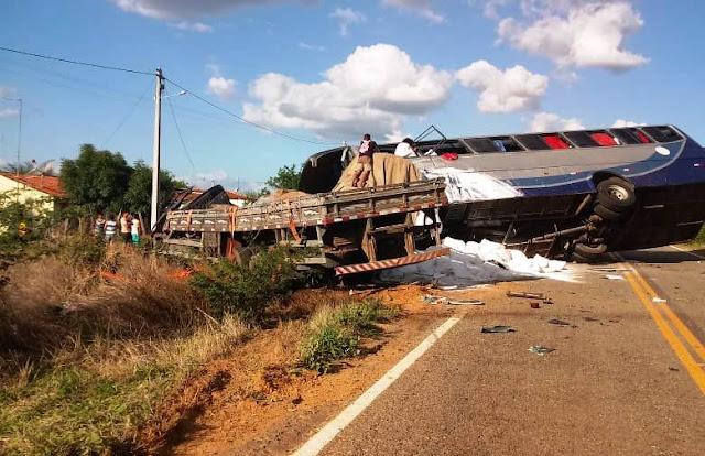Polícia identifica mortos em acidente com ônibus de romeiros e um caminhão em Campos Sales