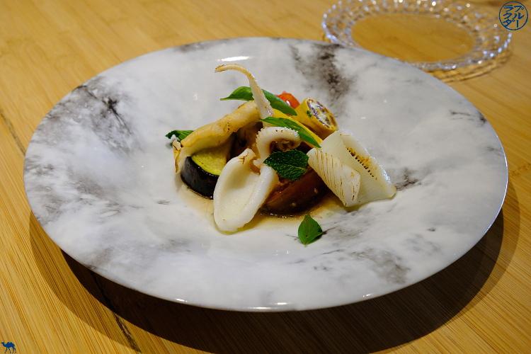 Le Chameau Bleu - Blog Gastronomie et Voyage   - Encornet et légumes d'été du  Restaurant Gastronomique Chef Japonais à Paris Toyo
