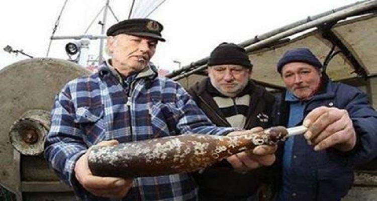 صيادون يعثرون على رسالة في زجاجة بعد 103 سنة، لن تخيل ما المكتوب فيها