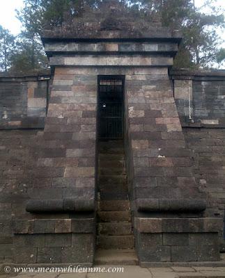 Gerbang Candi Utama Candi Cetho, Candi di Atas Kahyangan