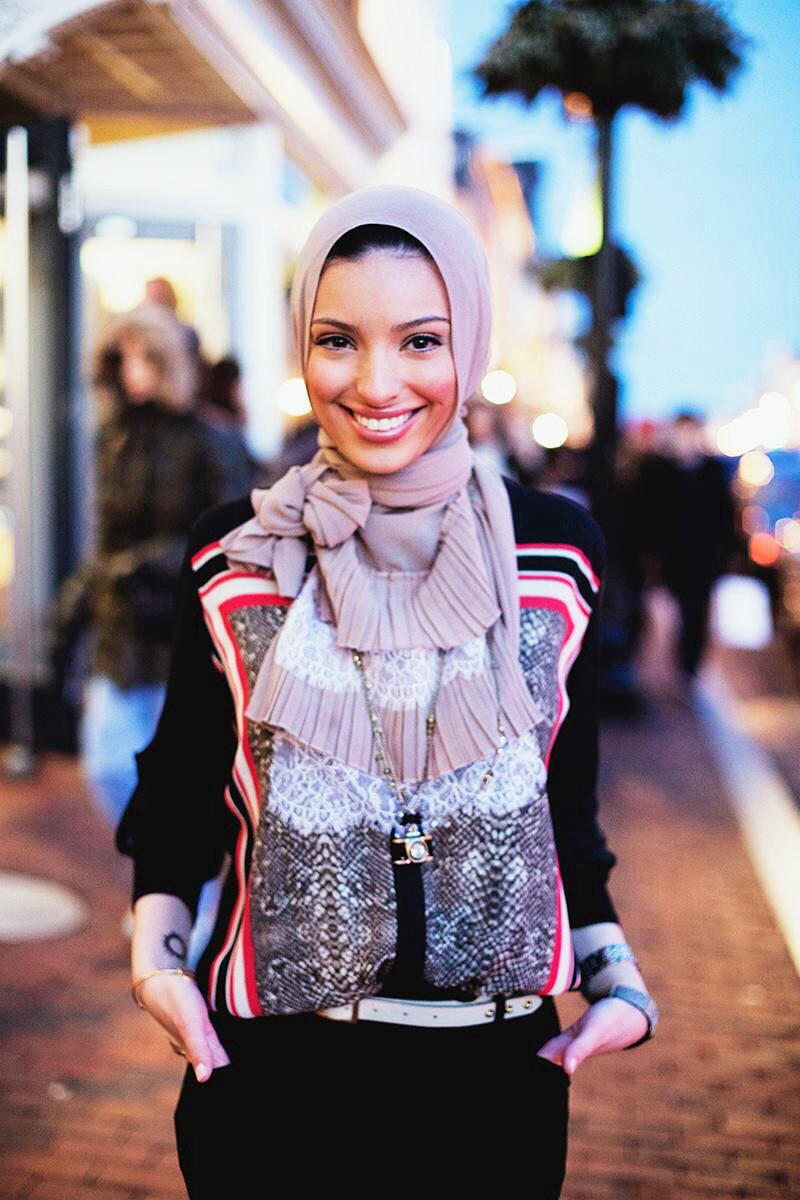 News Anchor Noor Tagouri hijab cantik dan praktis News Anchor Noor Tagouri hijab cantik dan unik News Anchor Noor Tagouri hijab cantik dan modern News Anchor Noor Tagouri hijab cantik di hari lebaran