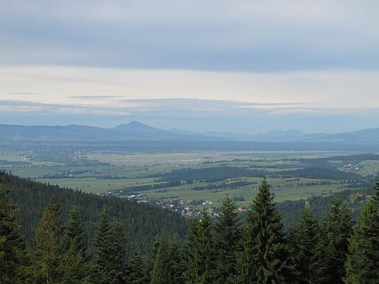 Kotlina Orawsko-Nowotarska na przedłużeniu doliny potoku Lepietnica.
