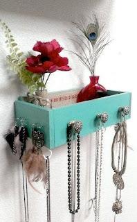 porta gioielli con un vecchio cassetto