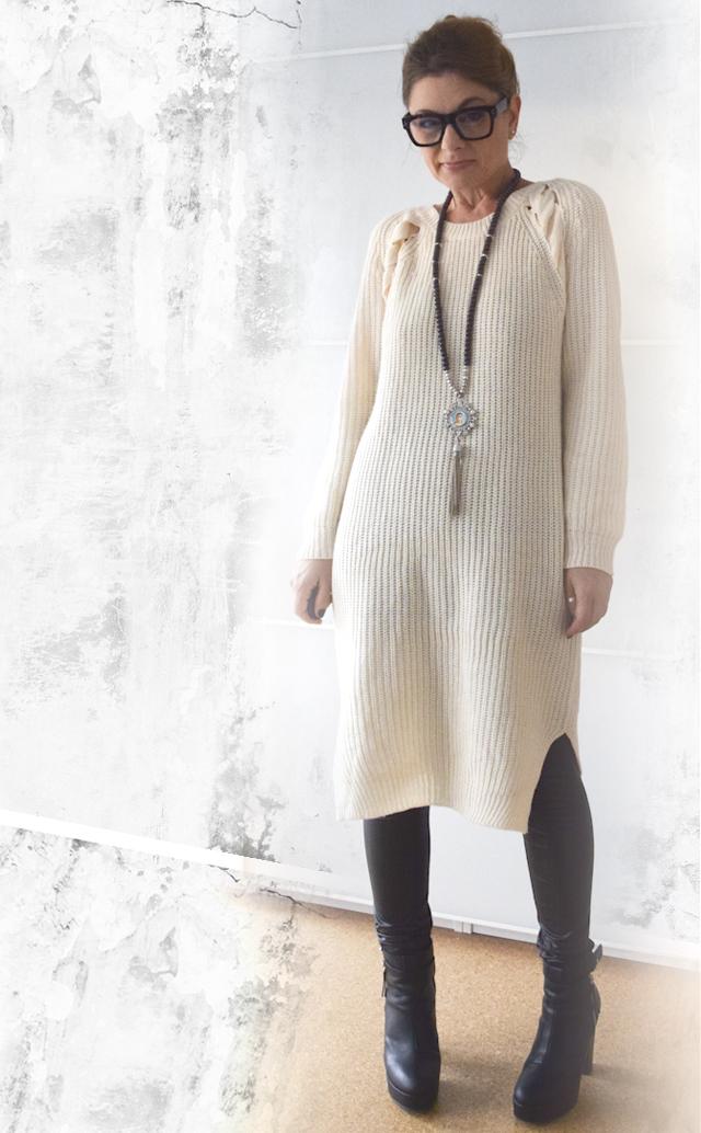 beiges strickkleid mit schwarzer lederleggings outfit die edelfabrik der 40 blog f r mode. Black Bedroom Furniture Sets. Home Design Ideas