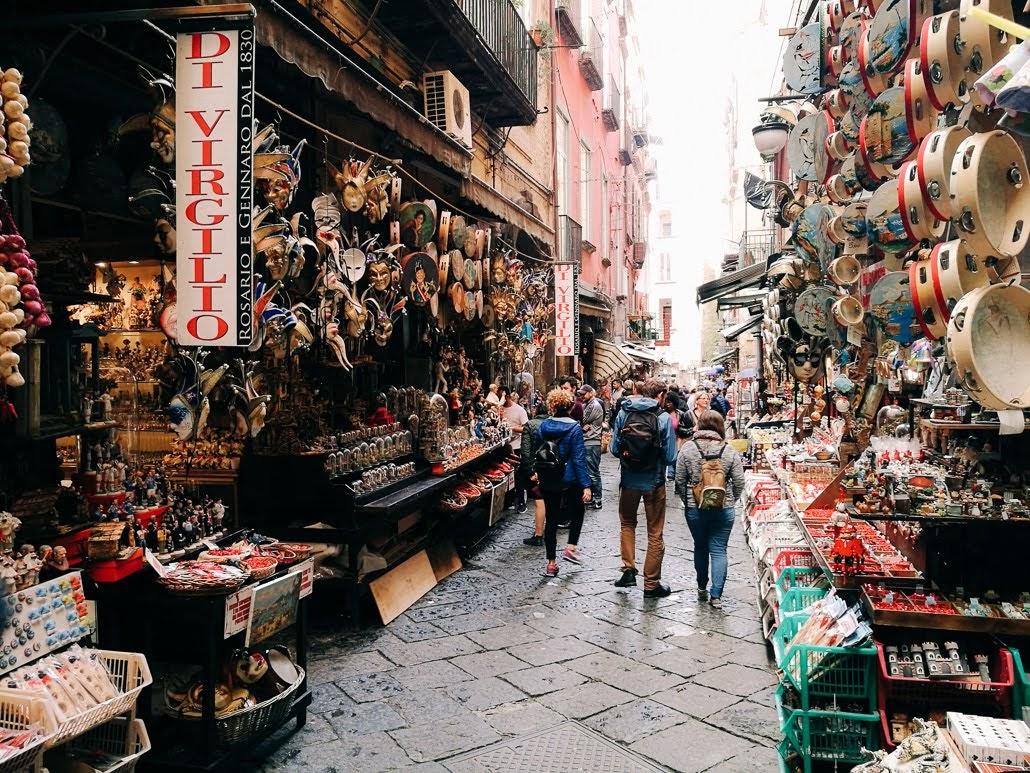 Vaska figūru iela Neapolē Via San Gregorio Armeno