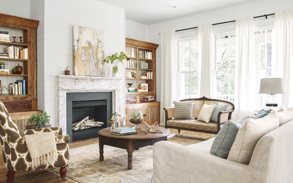 Charming living room and Beautiful modern farmhouse style inspiration on Hello Lovely Studio