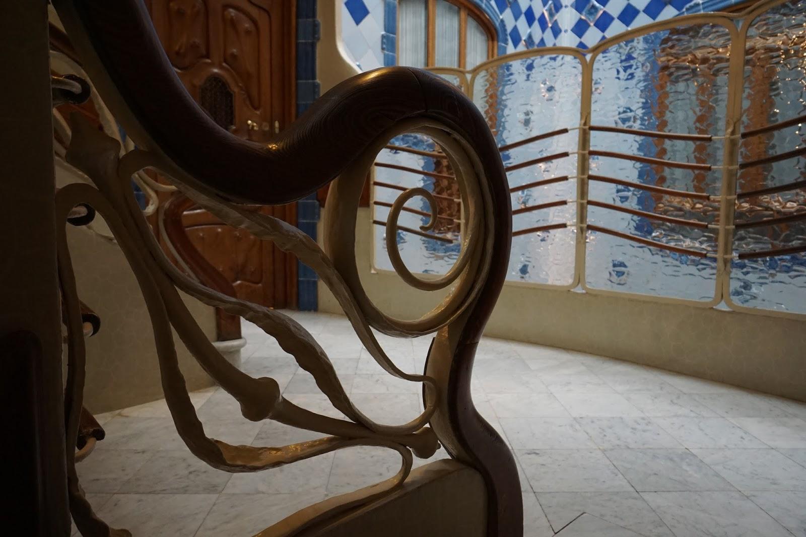 カサ・バトリョ(Casa Batlló) 螺旋状の階段のてすり