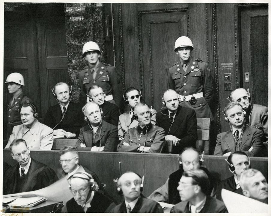 Κατηγορούμενοι στη δίκη της Νυρεμβέργης στο εδώλιο του κατηγορουμένου