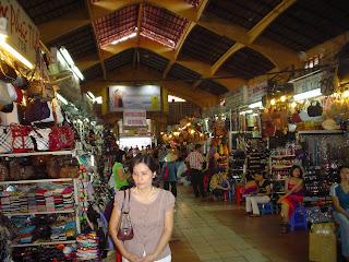 Personnes sur le marché Ben Thanh. Ho Chi Minh. Viêt-Nam