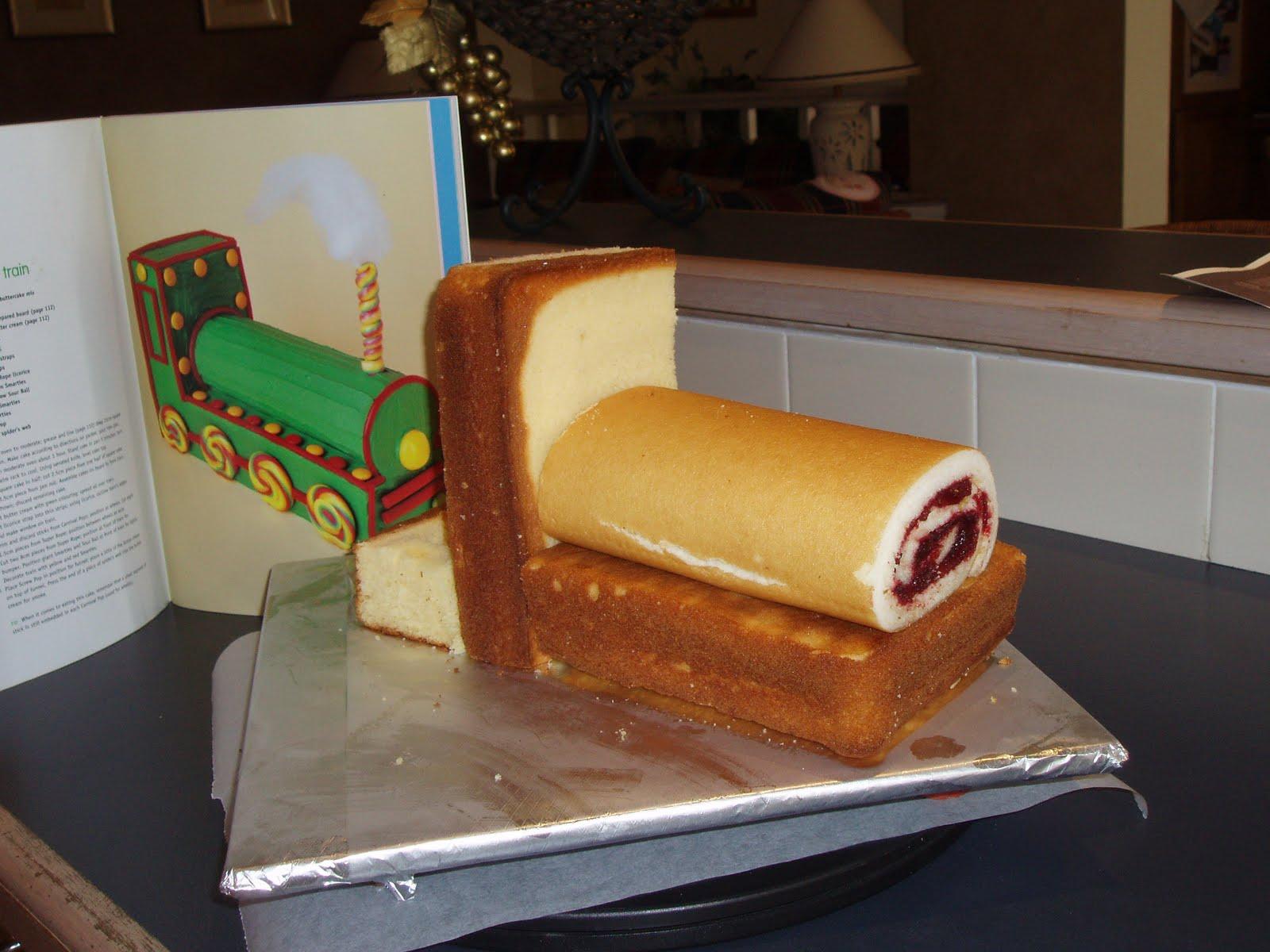 Vanillalatte Train Birthday Cake