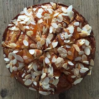 Mielinės tešlos obuolių pyrago su sviestu receptas