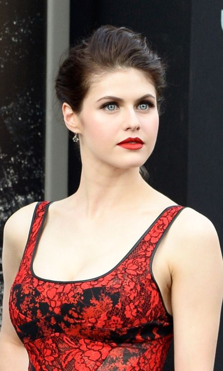 Alexandra Daddario Hot Photos