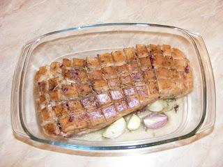 porc pe pat de legume preparat la cuptor, retete cu porc, preparate din porc, retete friptura de porc,
