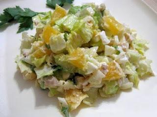 salat-s-kurinoj-grudkoj-i-yablokami