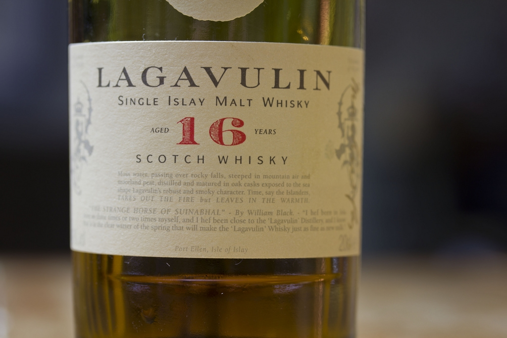 Jason S Scotch Whisky Reviews Review Lagavulin 16 Yr Old
