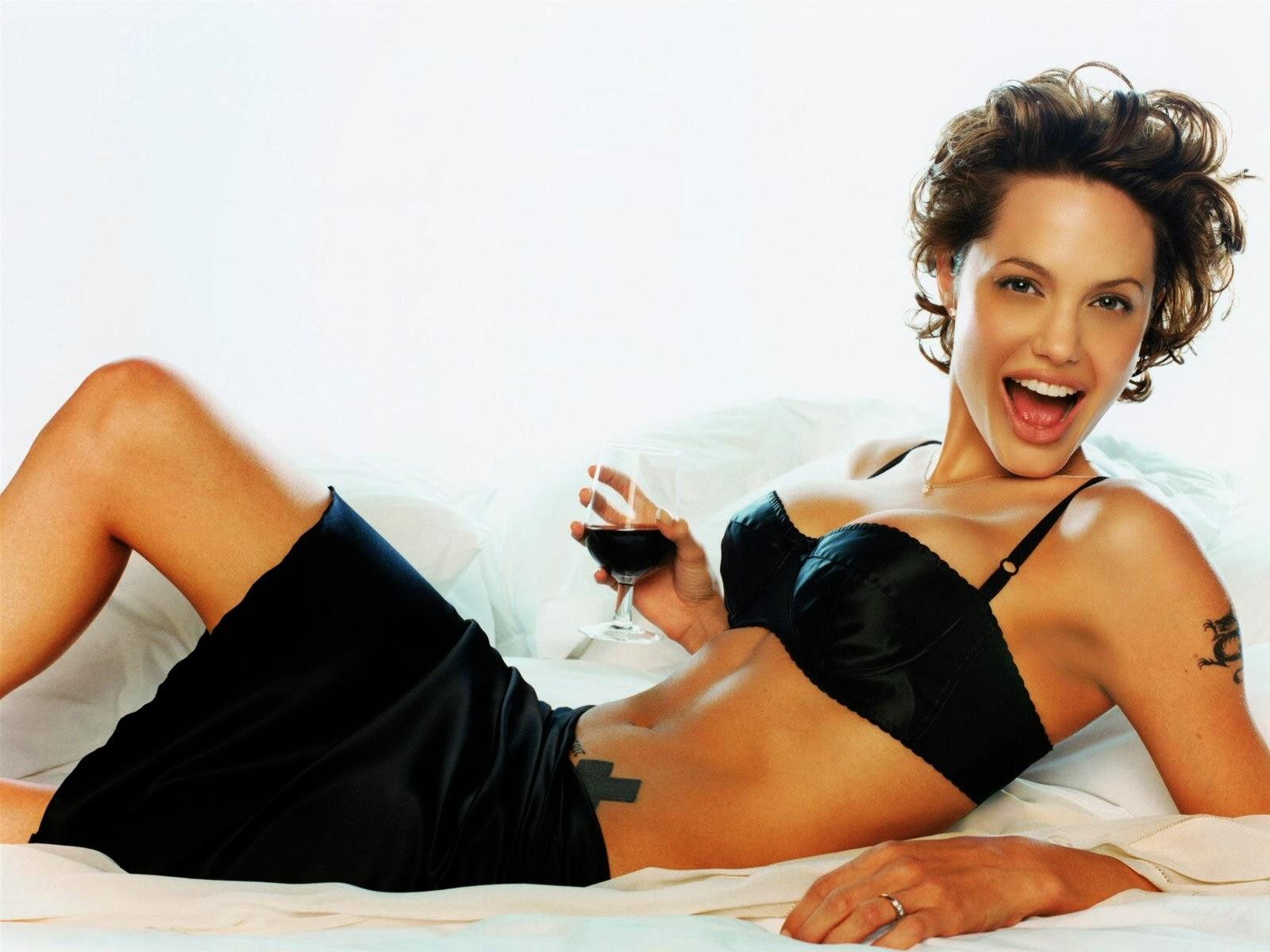 AtoZ hotphotos: Angelina-jolie hot stills