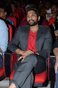 Allu Arjun at Oka Manasu Audio launch-thumbnail-19