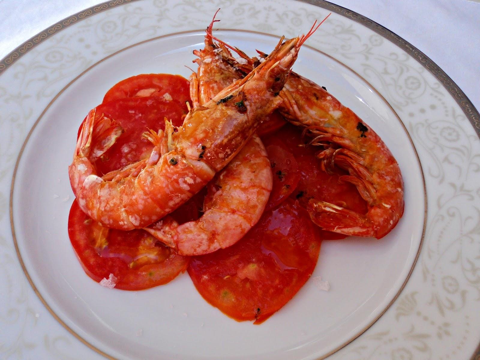 gambones-carpaccio-tomate-cerca