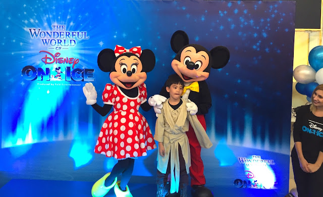 The Wonderful World of Disney on Ice mary-the-host